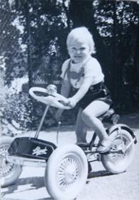 Björn Stoll als Kleinkind mit Dreirad